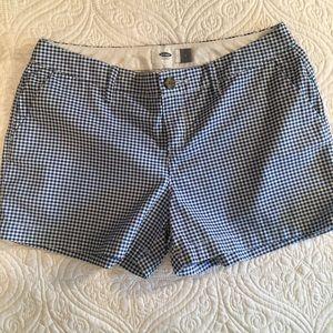 Old Navy gingham shorts. Size 2